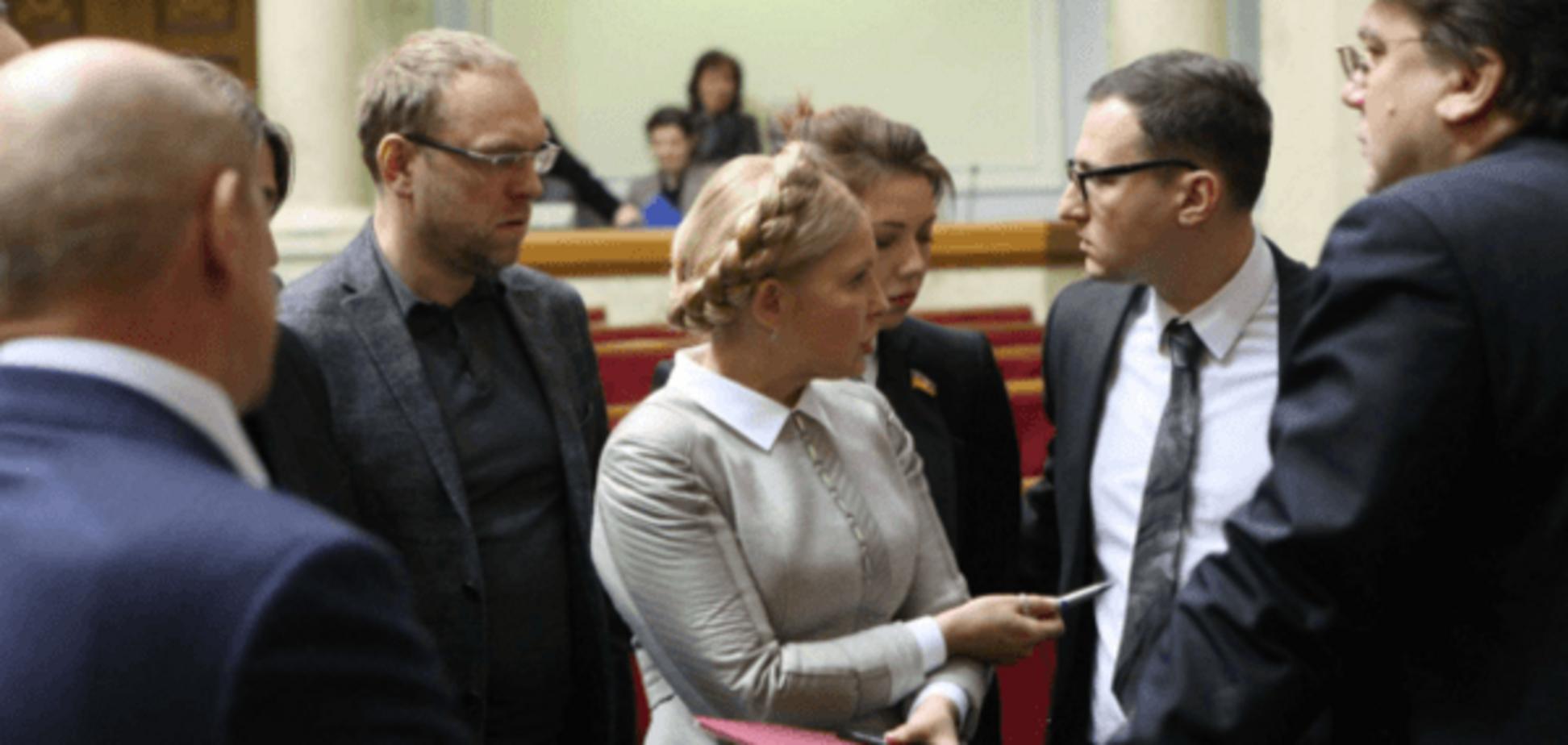 Новый раскол коалиции: 'Батьківщина' выступила против децентрализации и призвала к отставке Яценюка