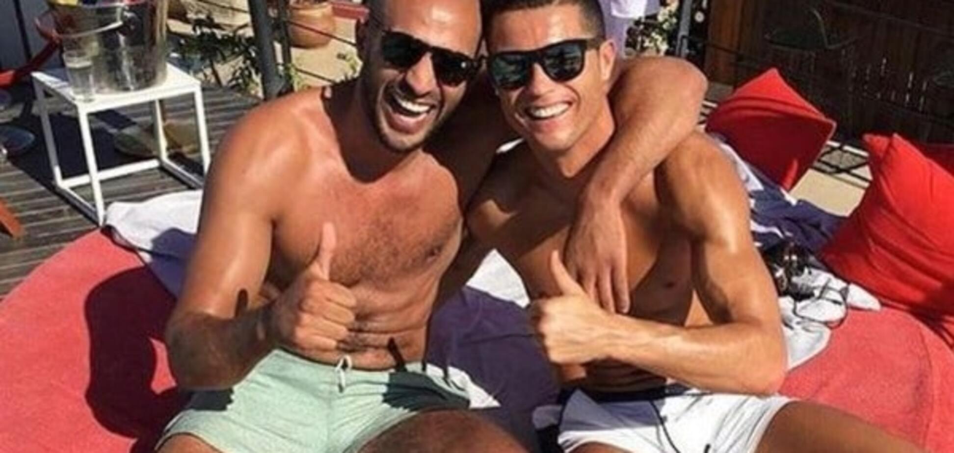 СМИ шокировали романом Роналду с мужчиной: фото 'любовников'