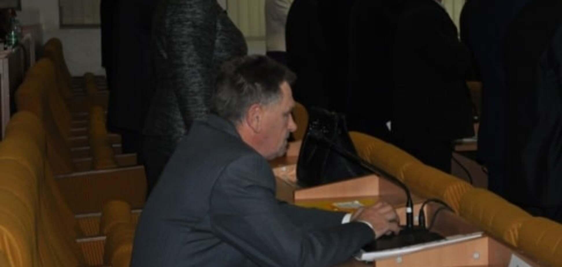 'Ганьба!': Миколаївський депутат відмовився встати під гімн України