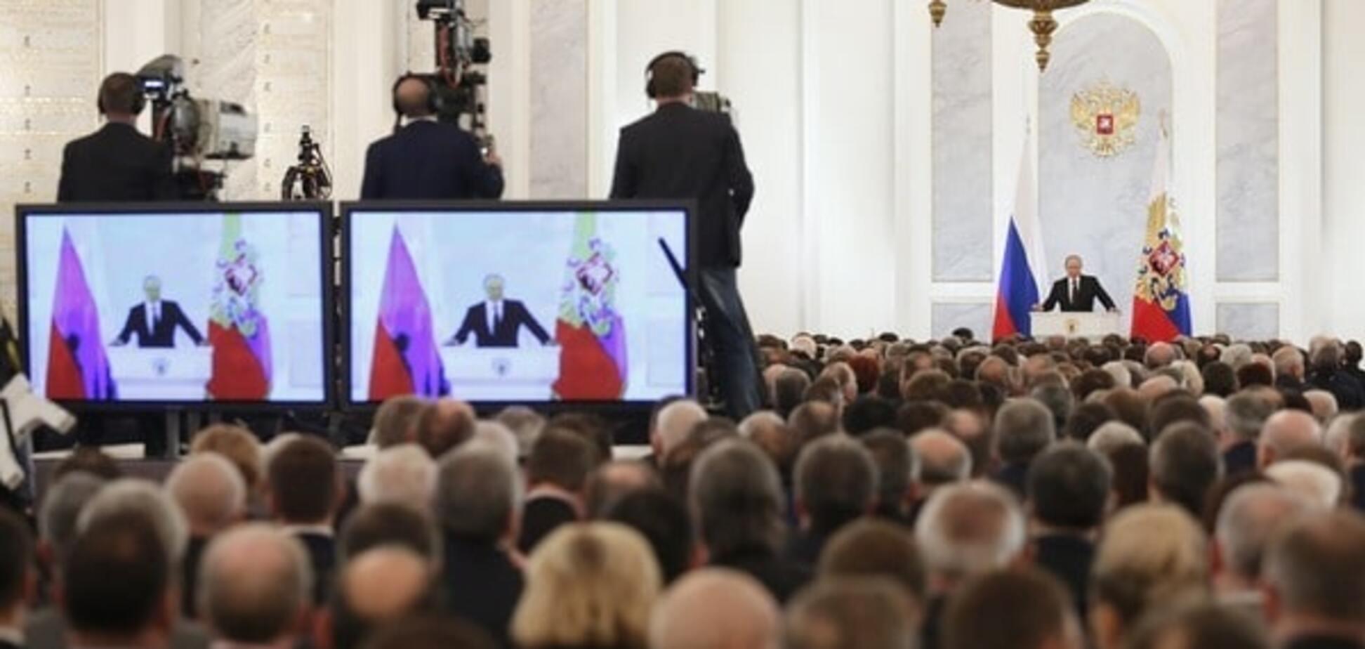 Король говорить: 14 картинок про те, як Путін утомив свою свиту