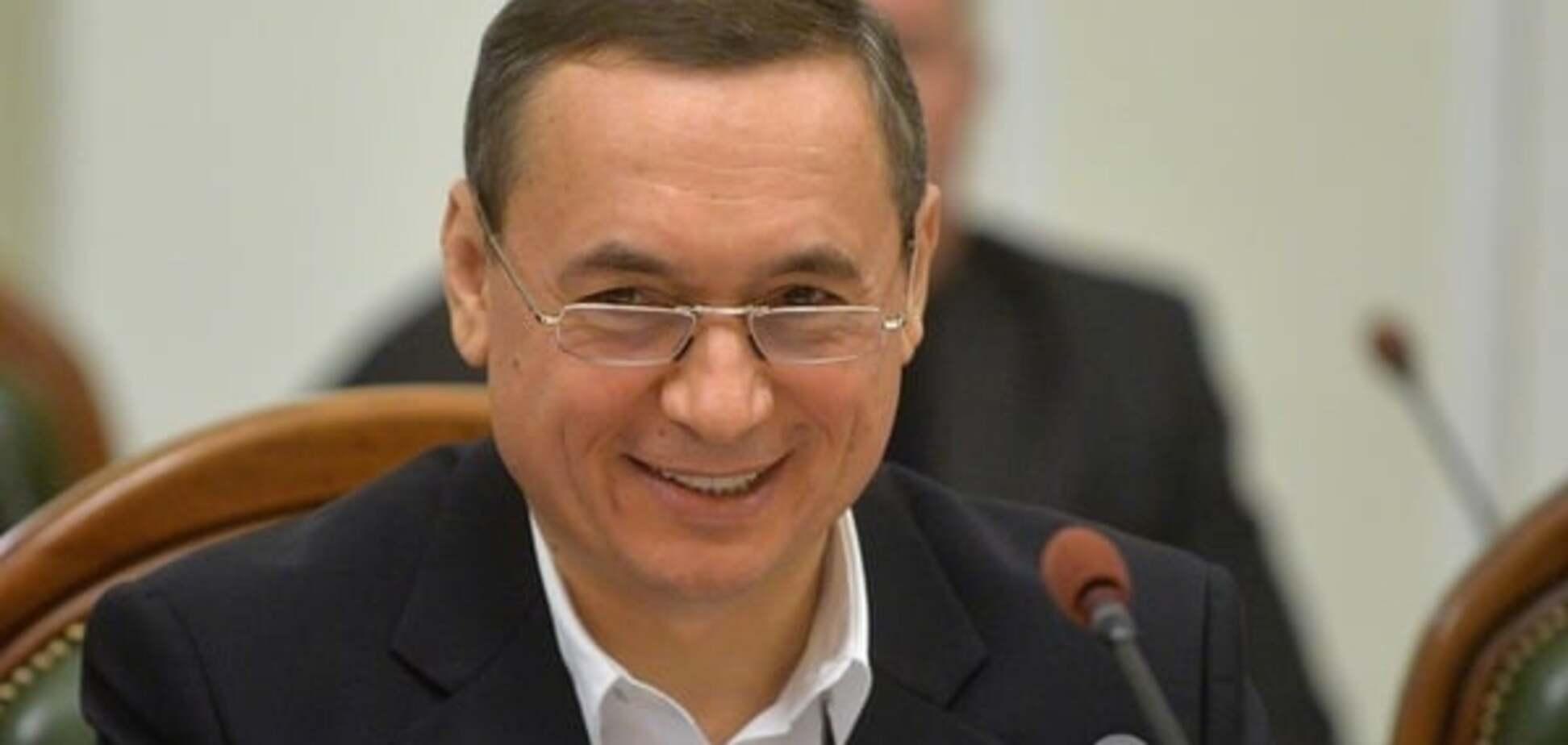 'Вы - олигарх?' - 'Нет, я костяк государственности'. Николай Мартыненко начал смешную кампанию самоотбеливания