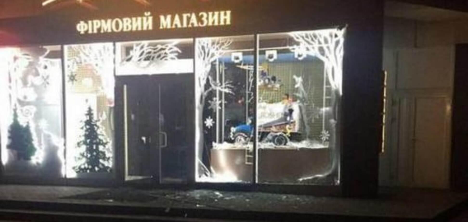 В Харькове прокуратура завела два дела по ночному взрыву у магазина Roshen