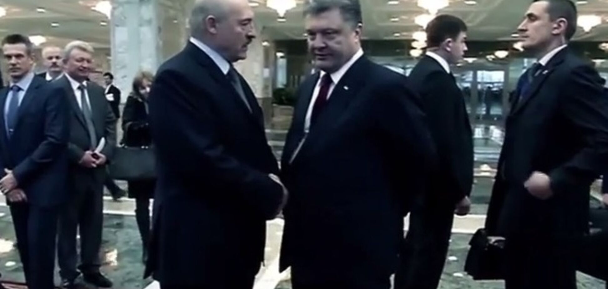 'Он грязно играет': Порошенко пожаловался Лукашенко на Путина. Видеофакт