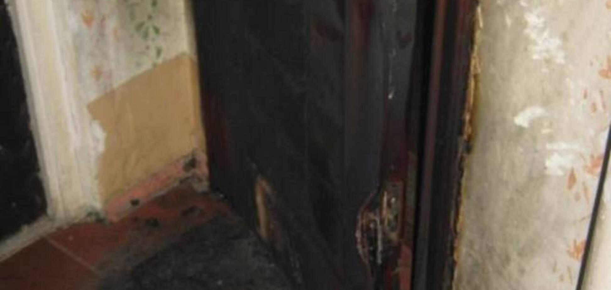 В Киеве стали чаще поджигать входные двери квартир