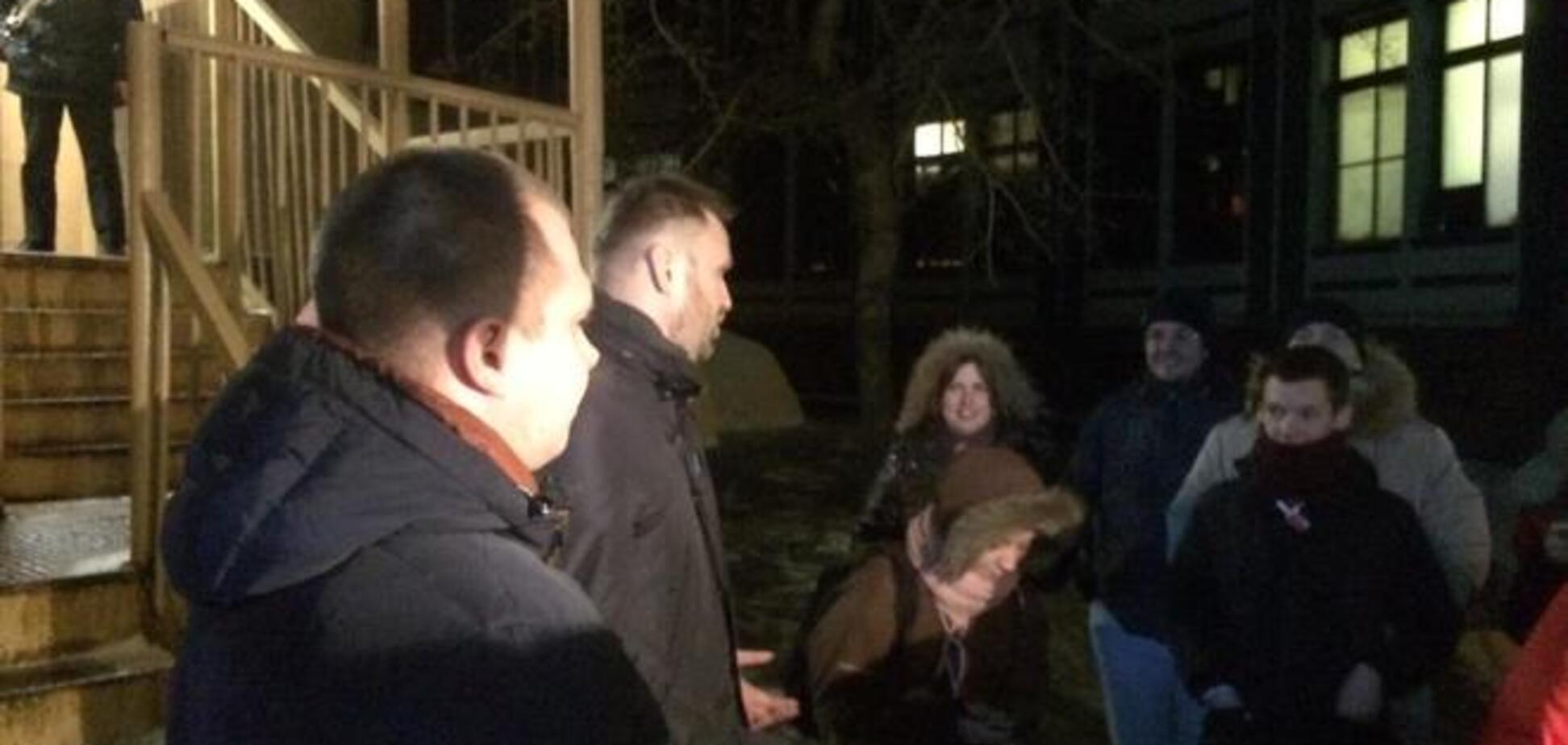 Навального отпустили из отделения полиции. Фотофакт