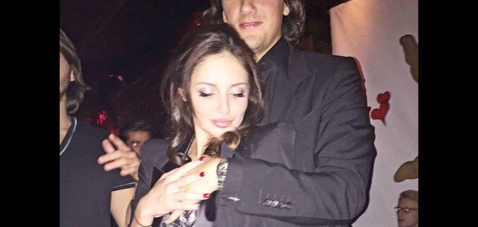 Сын Кернеса отметил свой день рождения в ночном клубе вместе с красоткой-подружкой