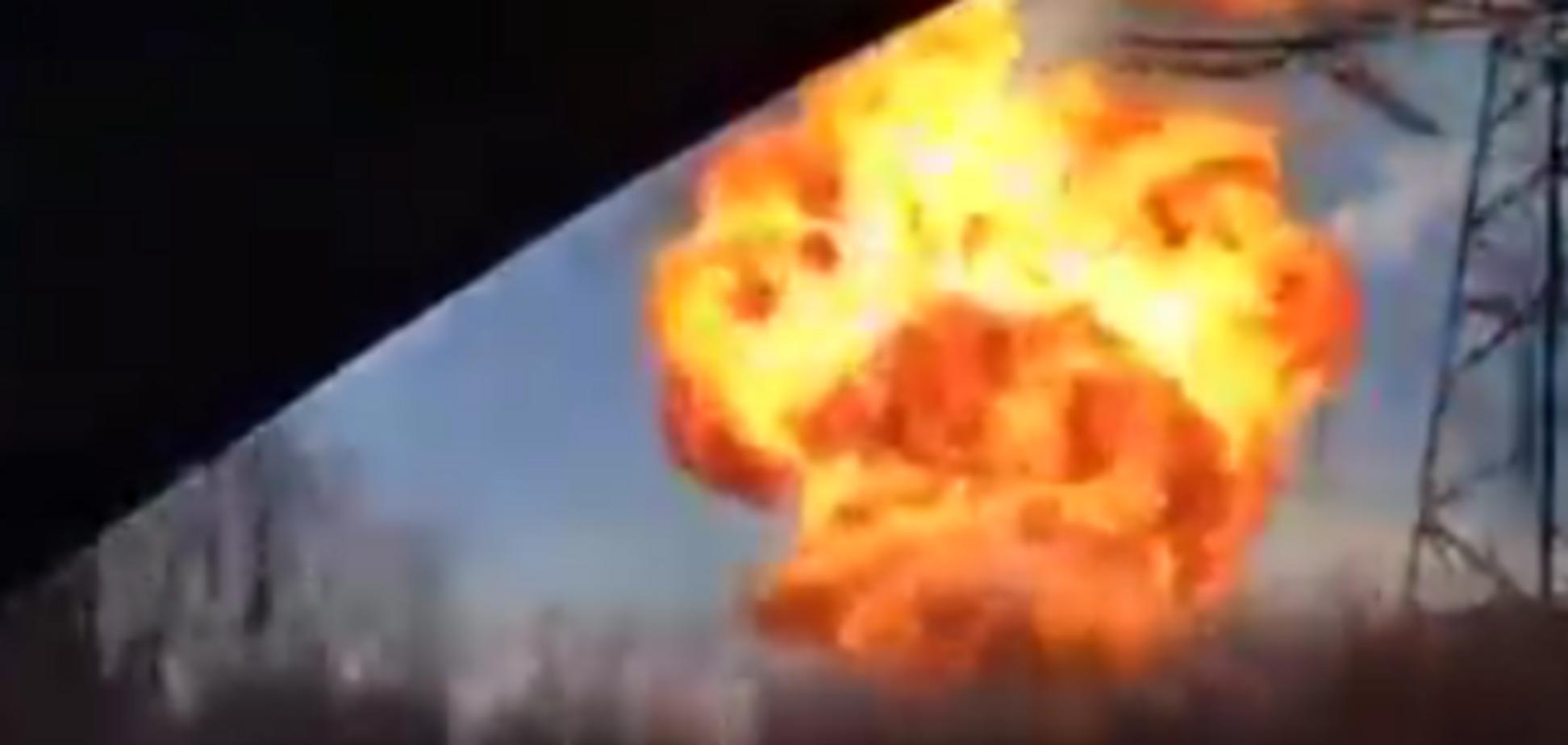 Под Дебальцево снаряд попал в газопровод, вырвался столб мощного пламени: видеофакт