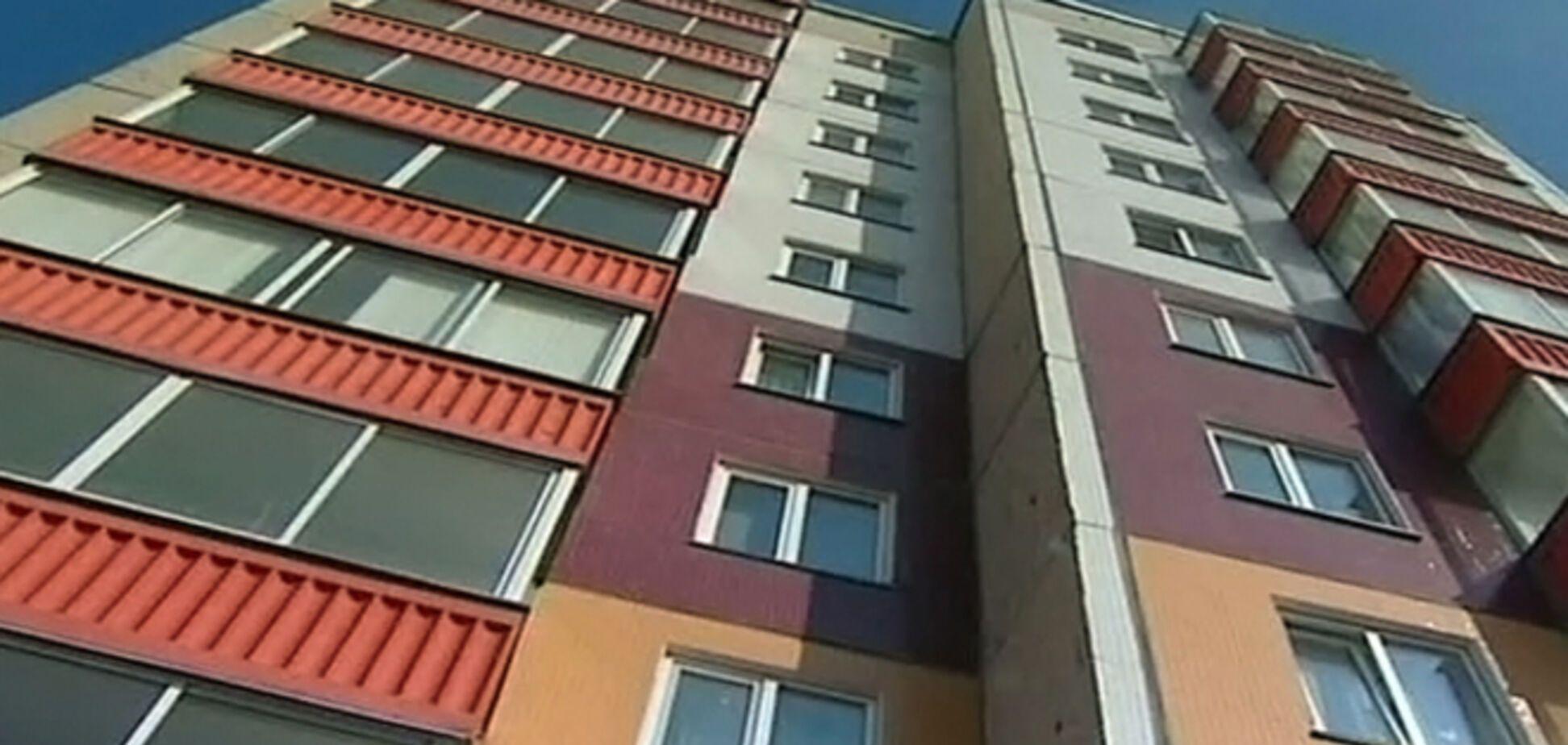 В Киеве школьник выбросился из окна 25 этажа