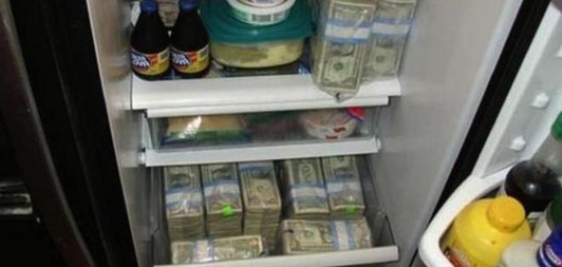 Из Крыма в холодильнике пытались провезти в материковую Украину более 4 млн грн и $50 тыс.