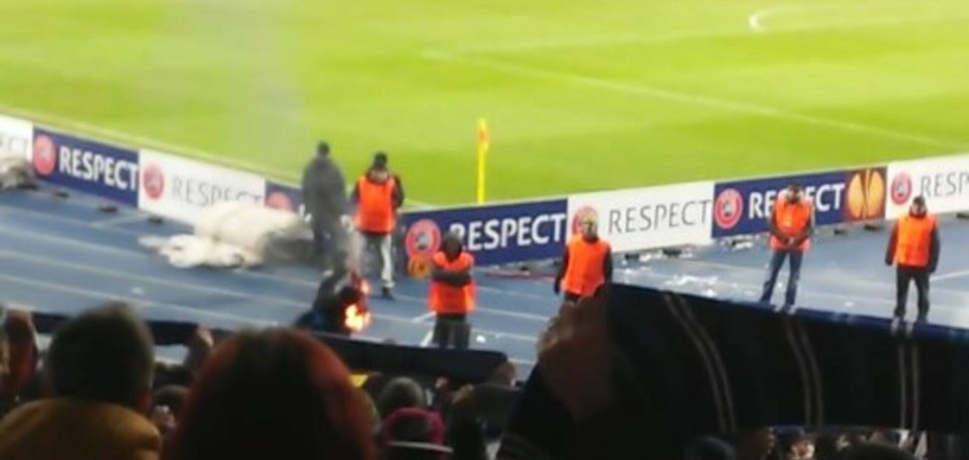 Ультрас 'Днепра' сожгли шарф 'Олимпиакоса' на матче Лиги Европы: эксклюзивное видео
