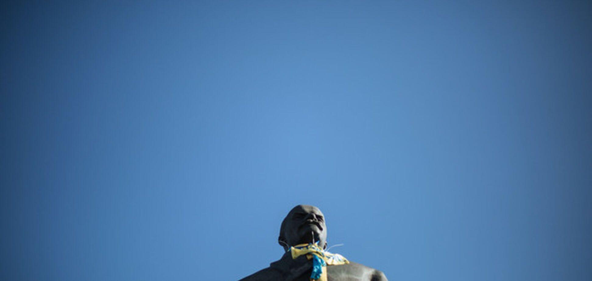 На Херсонщине разрушили два памятника Ленину