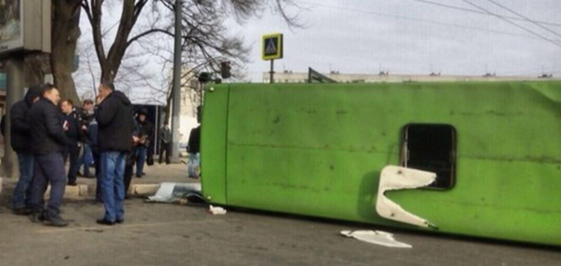 В Харькове маршрутка перевернулась после столкновения с трамваем: есть пострадавшие. Фотофакт
