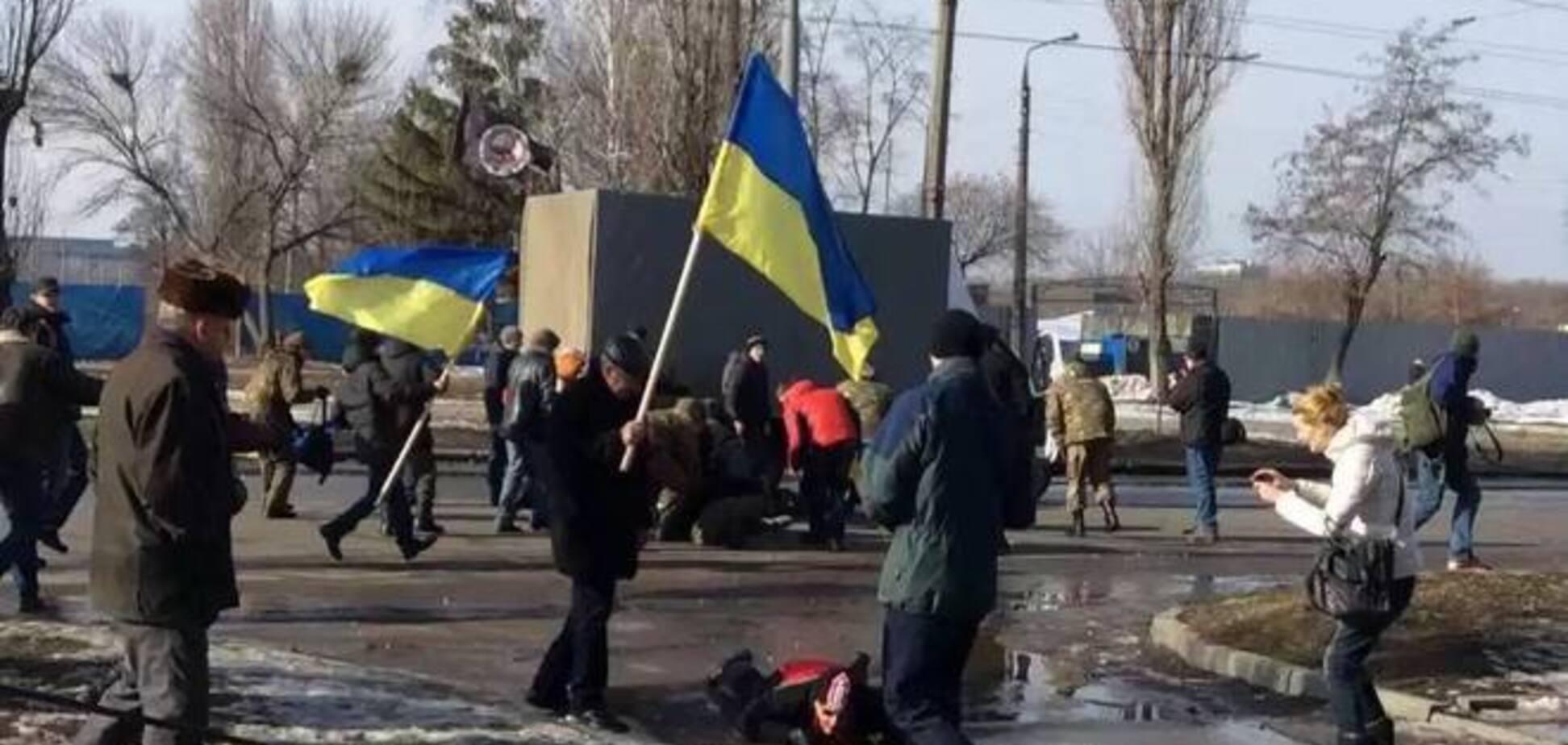 В Харькове фотоаппарат спас журналиста от осколка: фотофакт
