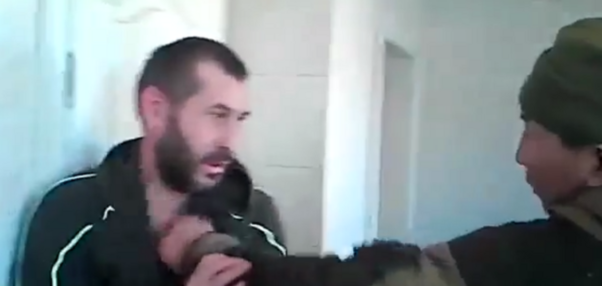 'Убегал, говорю, убегал?'. В сети показали избиение дезертира 'ДНР': видеофакт