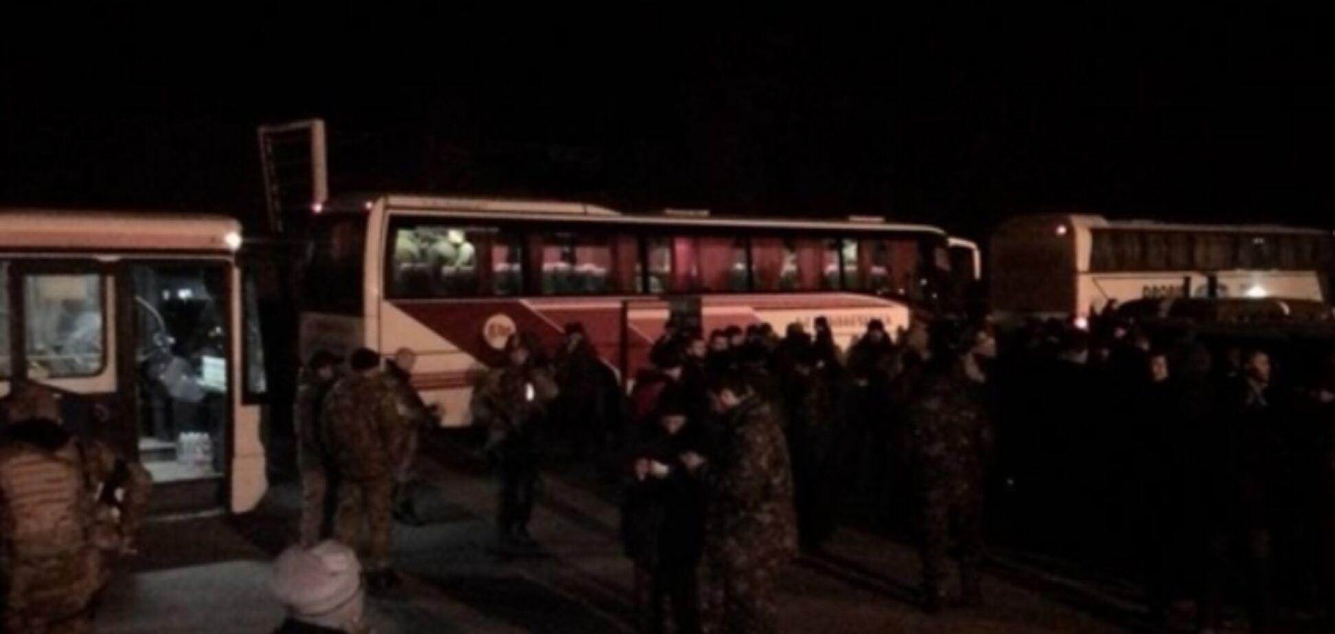 В Харькове встретили 133 освобожденных из плена бойцов АТО