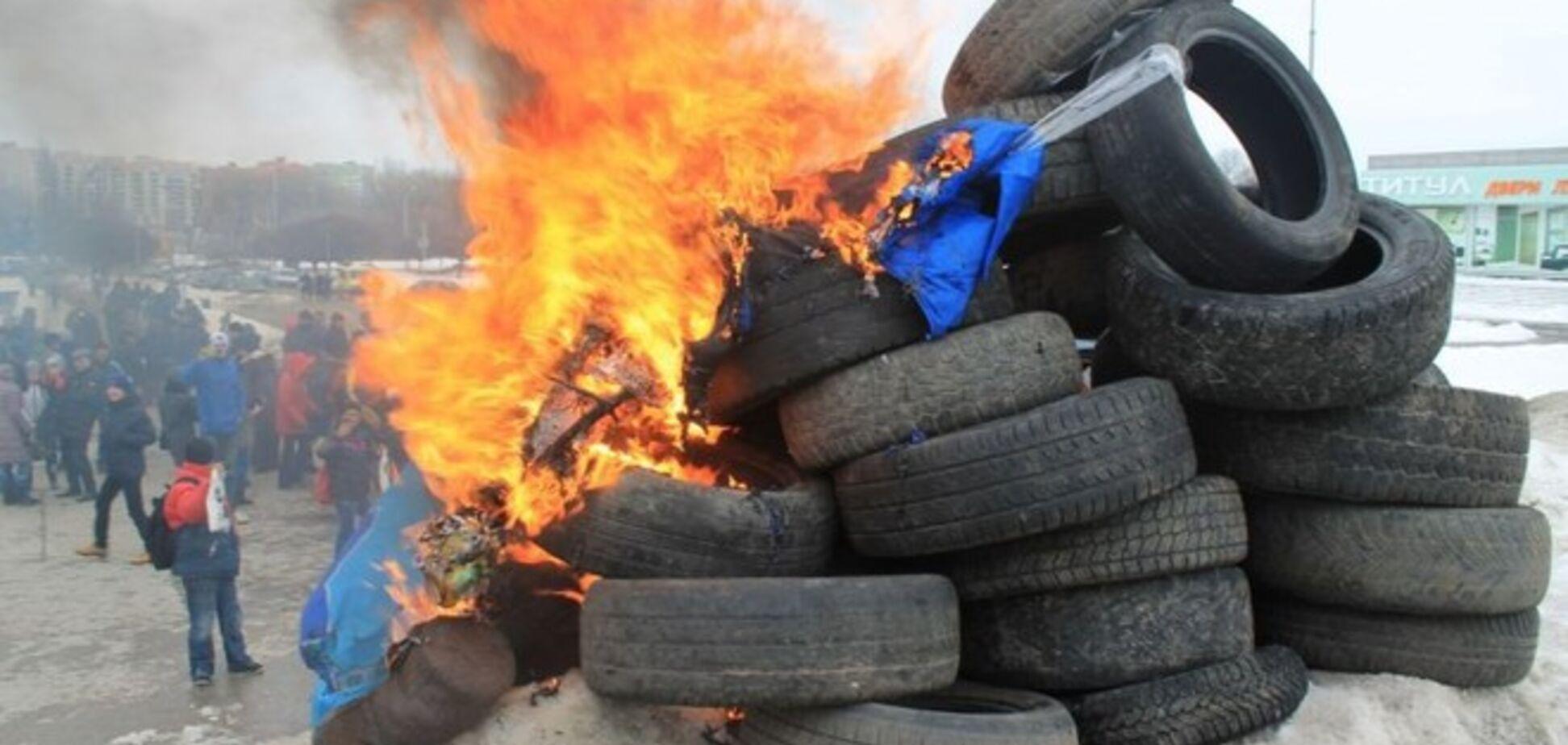 В Сумах на костре из покрышек сожгли 'Путина': опубликованы фото и видео