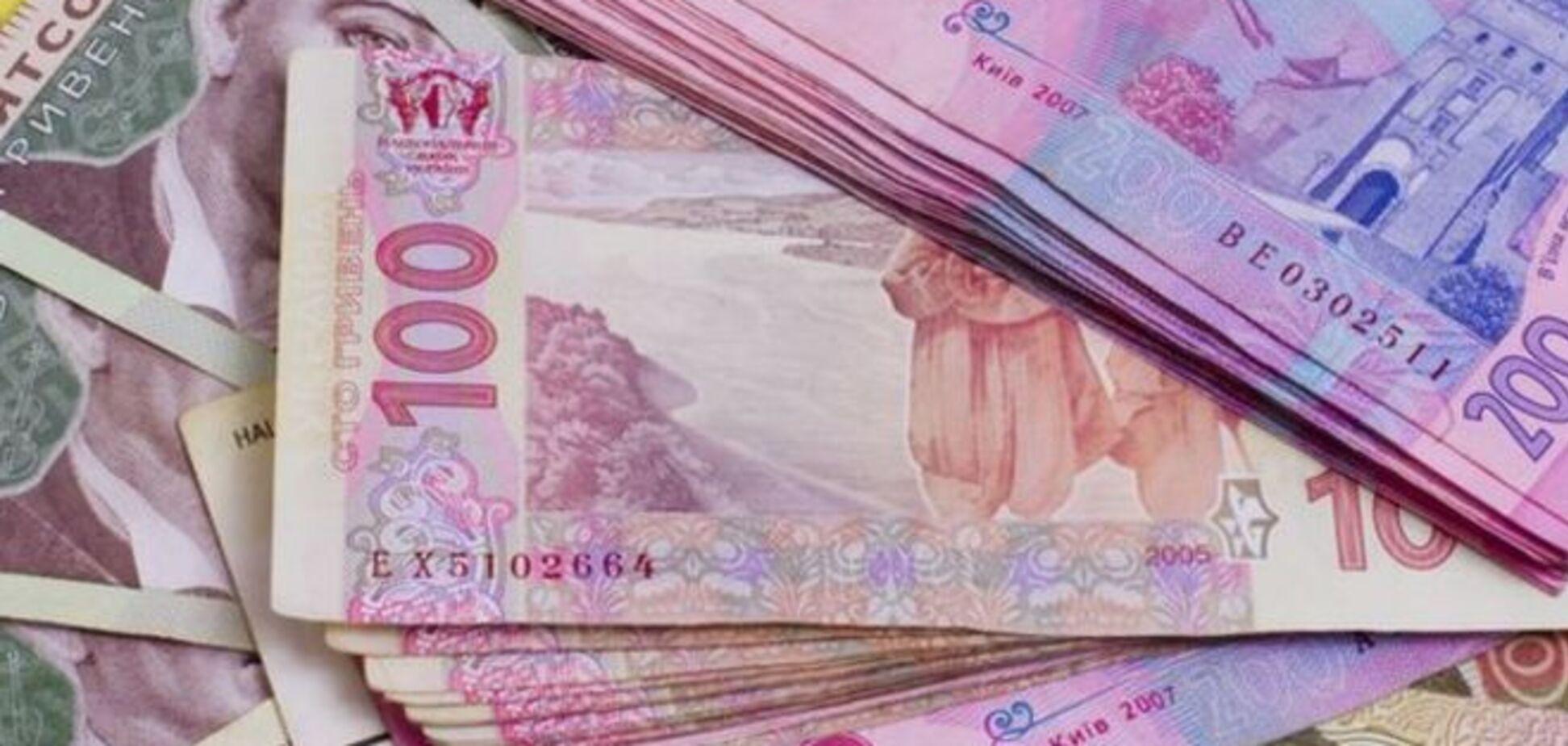 Межбанк закрылся рекордным падением гривни до 31,70 за доллар