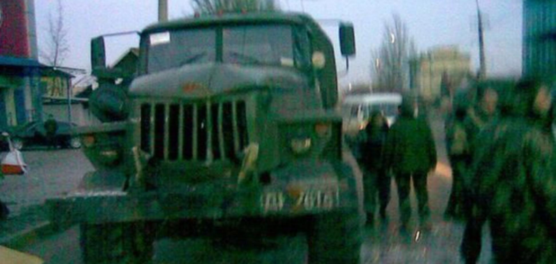 В центре Донецка 'Урал' с пьяными террористами протаранил маршрутку: опубликованы фото