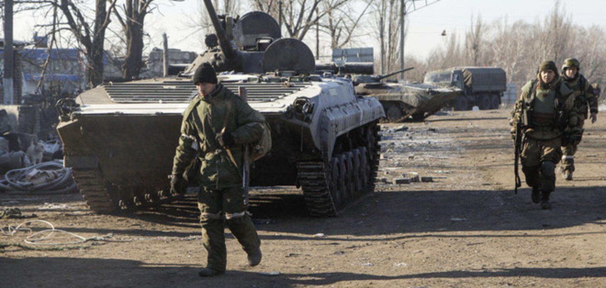 Под Новоазовск перебросили наемников и тяжелую технику - советник Авакова
