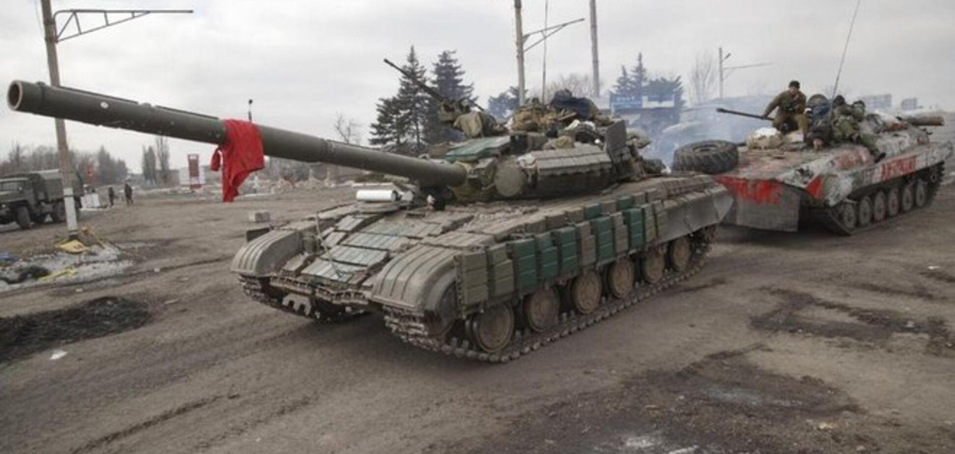 Боевики стягивают к Мариуполю танки и артиллерию