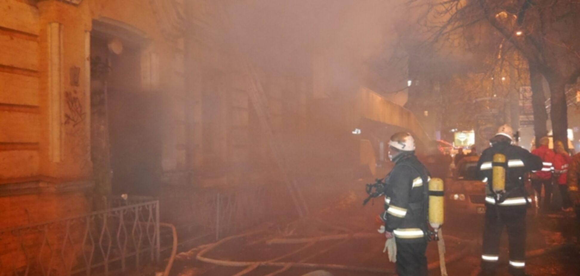 В Киеве у кинотеатра 'Киевская Русь' пылал дом, есть жертва: фото и видео с места событий