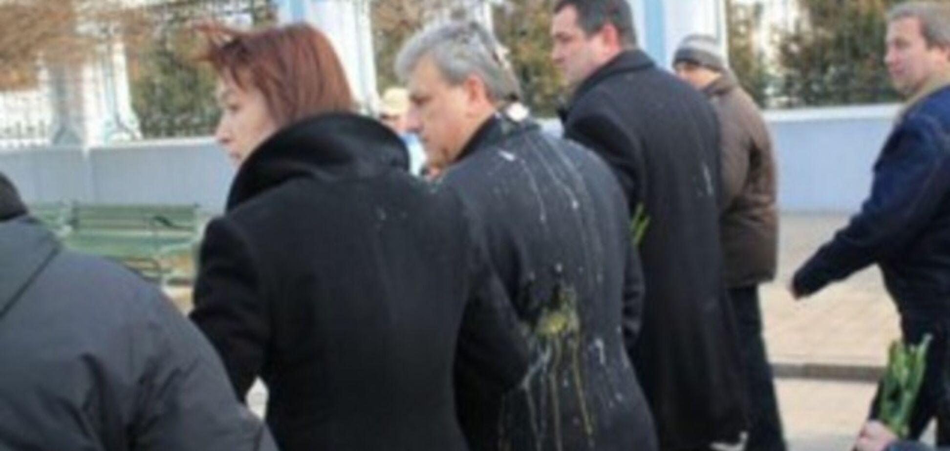 В Сумах мэра и президиум сессии горсовета забросали яйцами