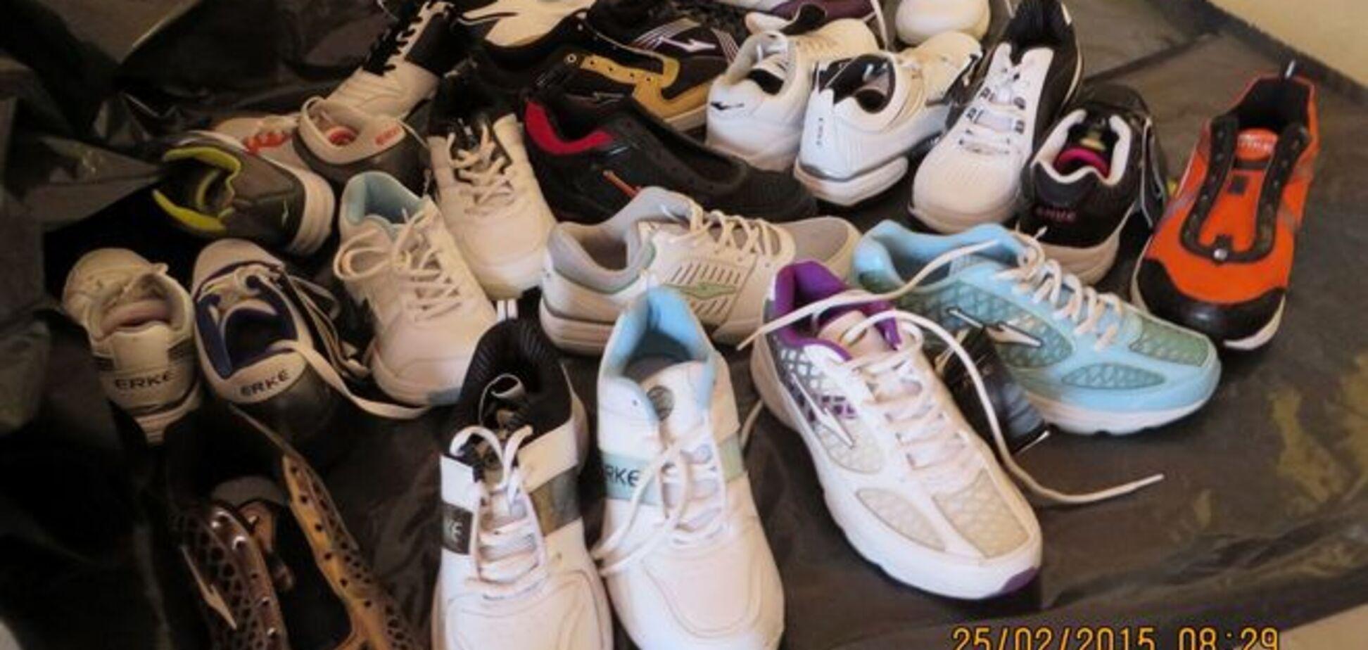 Настоящий детектив: эстонская полиция ищет хозяина 20 новых кроссовок на правую ногу