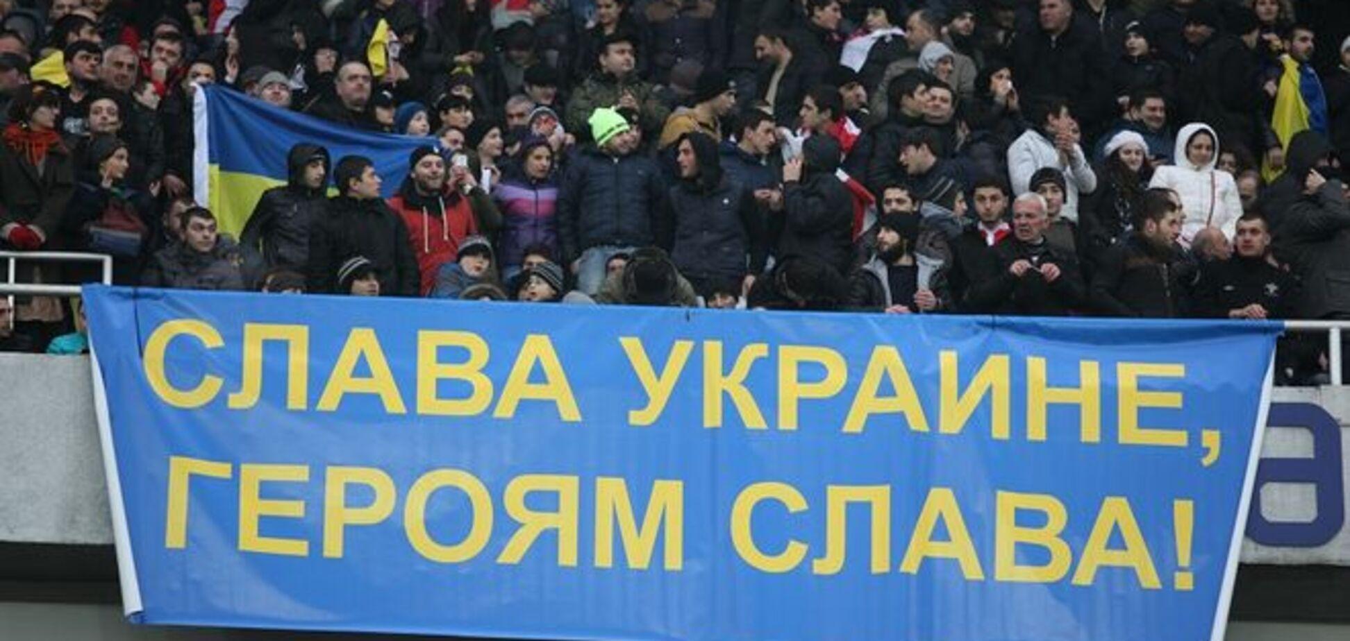 Болельщикам 'Динамо' запретили гигантский баннер 'Слава Украине!'