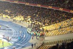 Драка фанатов со стюардами на матче Динамо - Генгам: видео