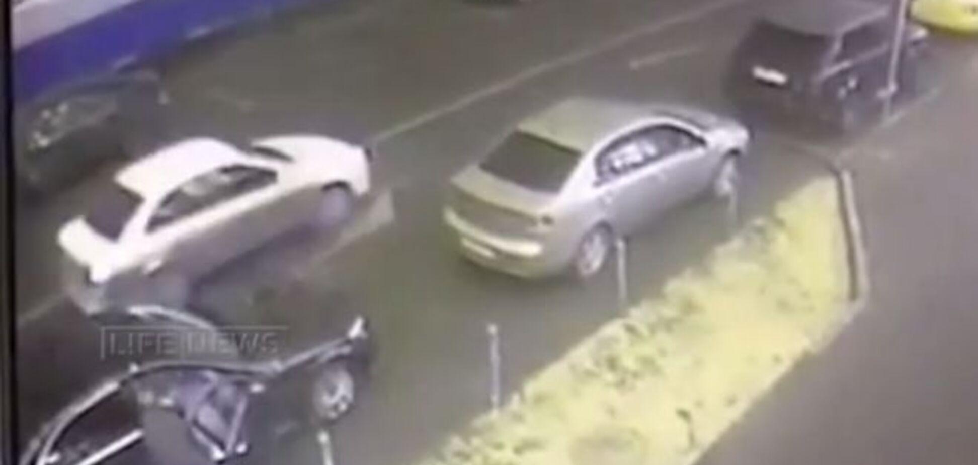 Авто предполагаемых убийц Немцова зафиксировали камеры наблюдения. Видео