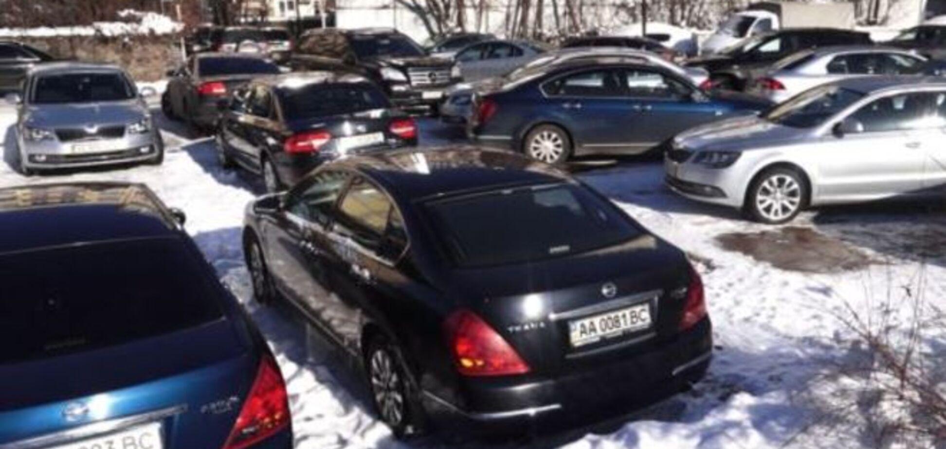 Журналисты выяснили, во сколько обходится украинцам 'аномальный' автопарк Верховного суда