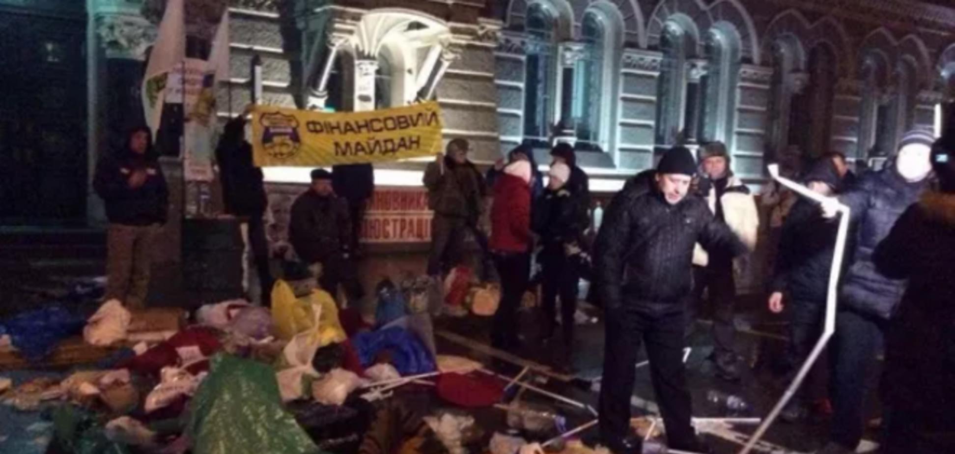 Аваков попросил прощения за разгон 'кредитного Майдана' и начал увольнения