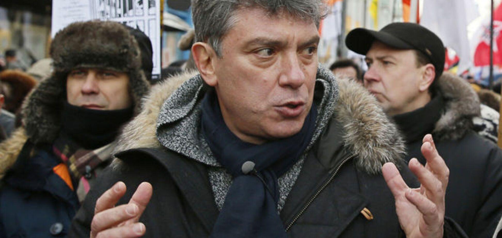 Немцов должен был передать пакет документов о преступных намерениях Путина - источник