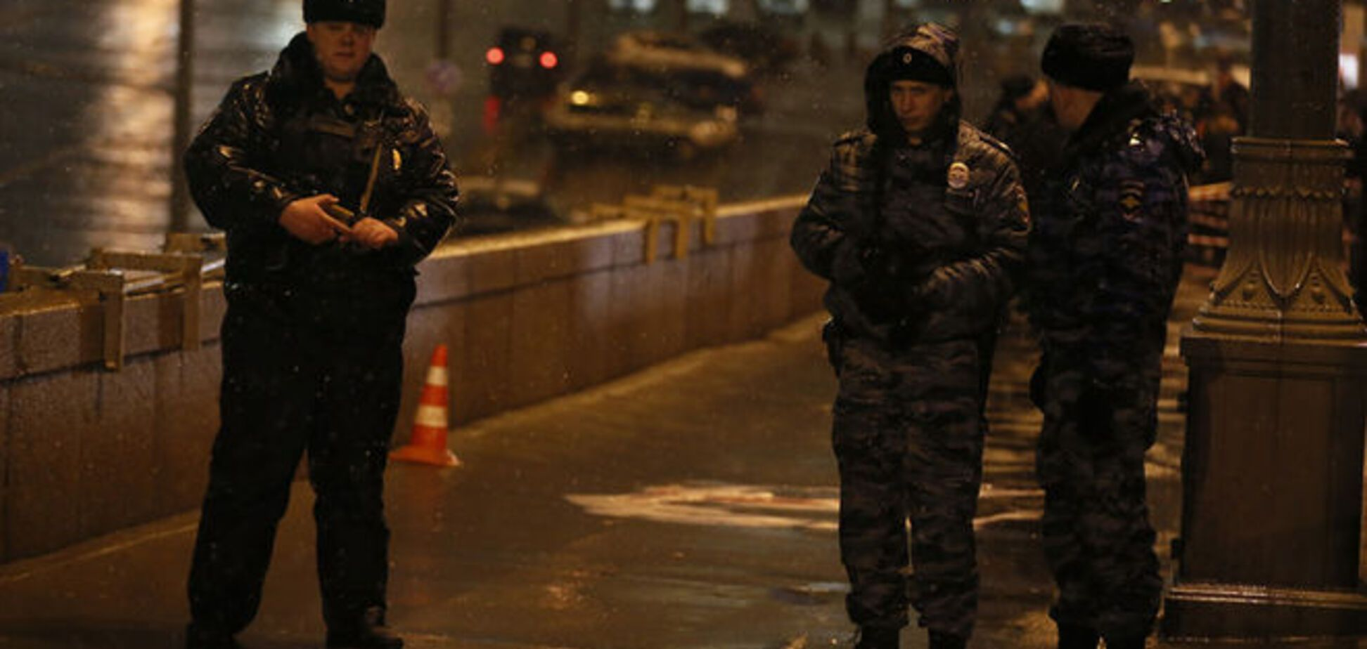 Следователи изымают документы и жесткий диск в квартире Немцова