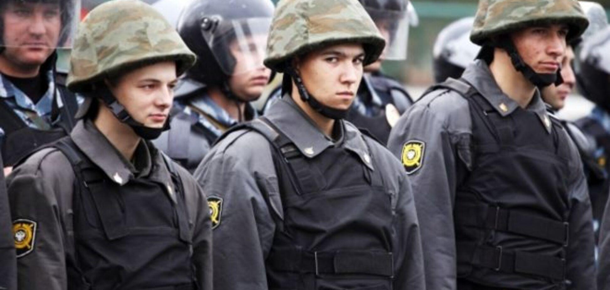 В Москву стягивают колонны внутренних войск: Путин обо**ался или его хотят отправить на покой