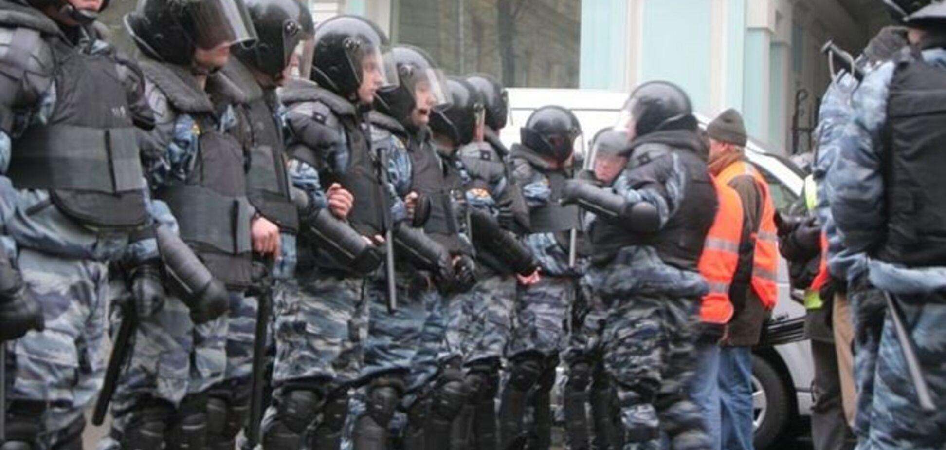 В Москве проведут траурный марш памяти Немцова. Власти стягивают к Кремлю внутренние войска