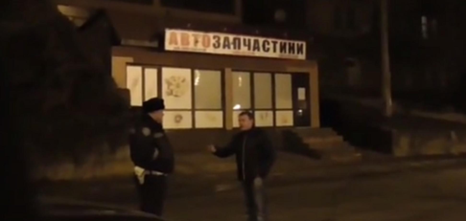 На Киевщине пьяный судья угрожал застрелить человека в присутствии ГАИ: видеофакт