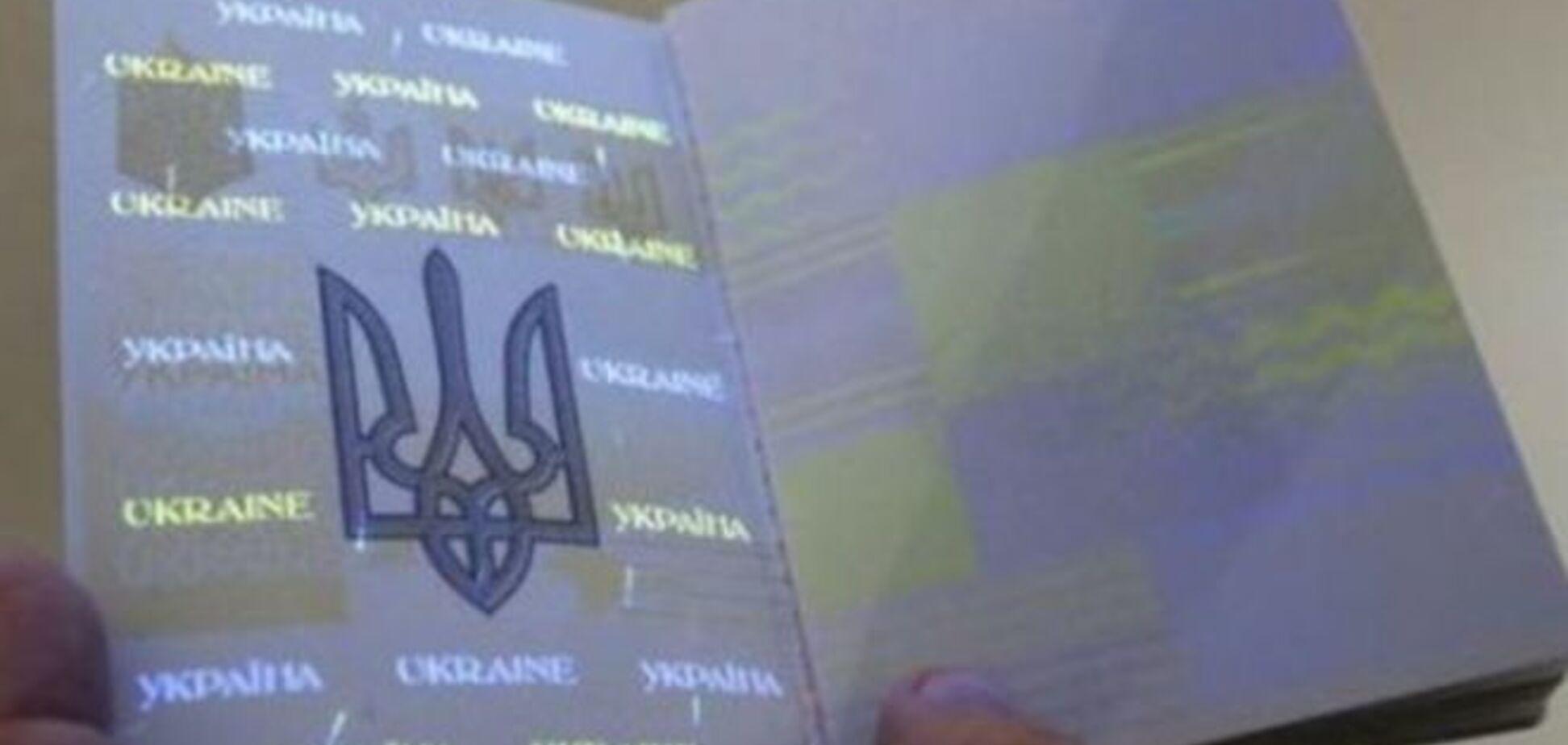 Проблемы с биометрическими паспортами, посредники предлагают их по тройной цене: видео