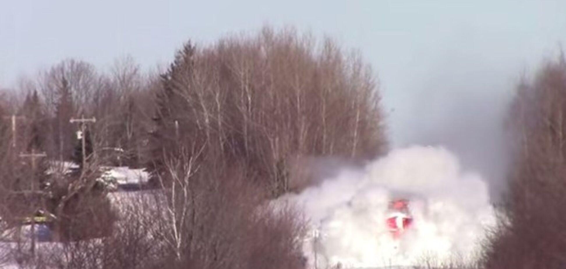 У Канаді машиніст локомотива показав 'епічне' пересування по заметах: Відеофакт