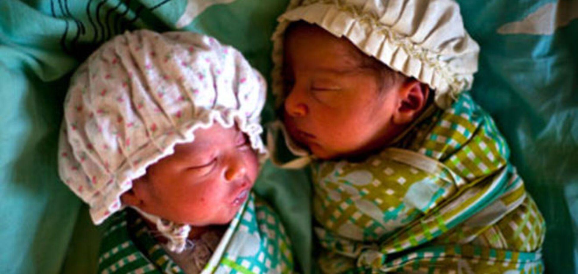 Лікарі допомогли індійському інтерсексуалу народити двійню