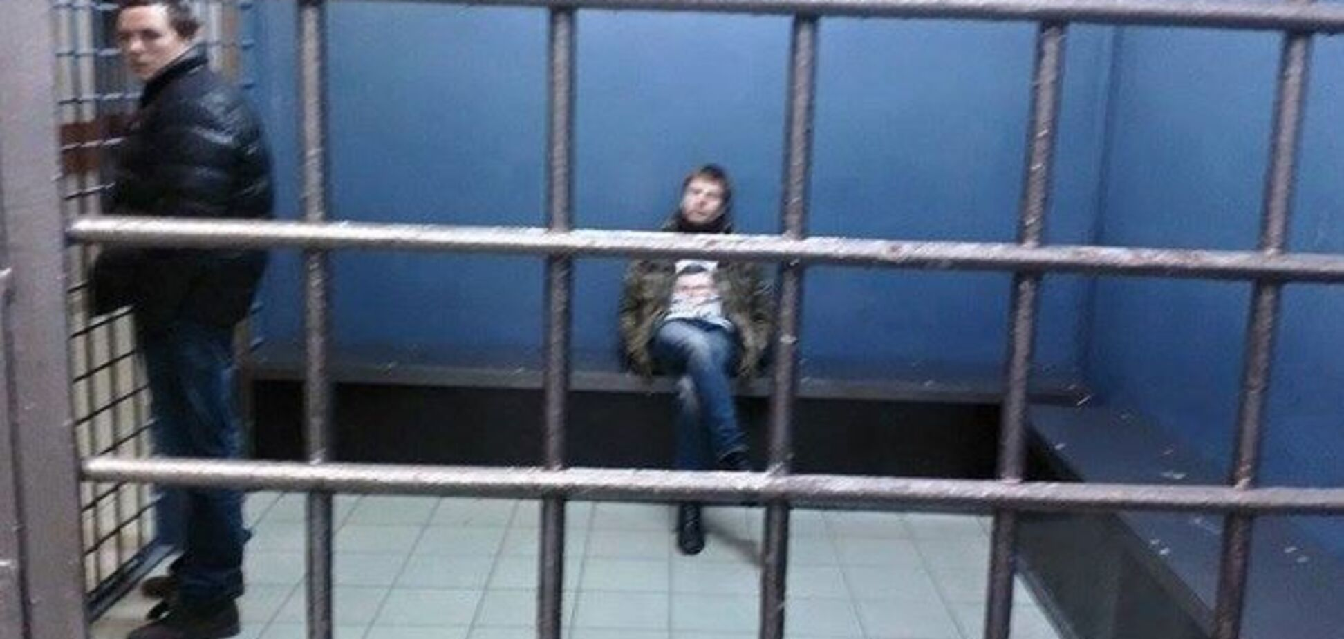 Опубликовано фото задержанного в Москве нардепа за решеткой