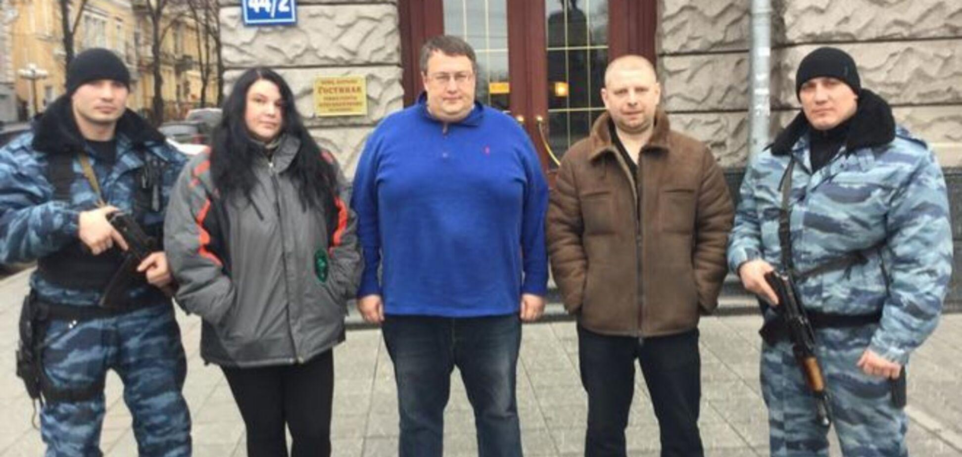 'Беркутовцы', ранее избившие журналиста в Харькове, стали героями: задержали авто с арсеналом из АТО