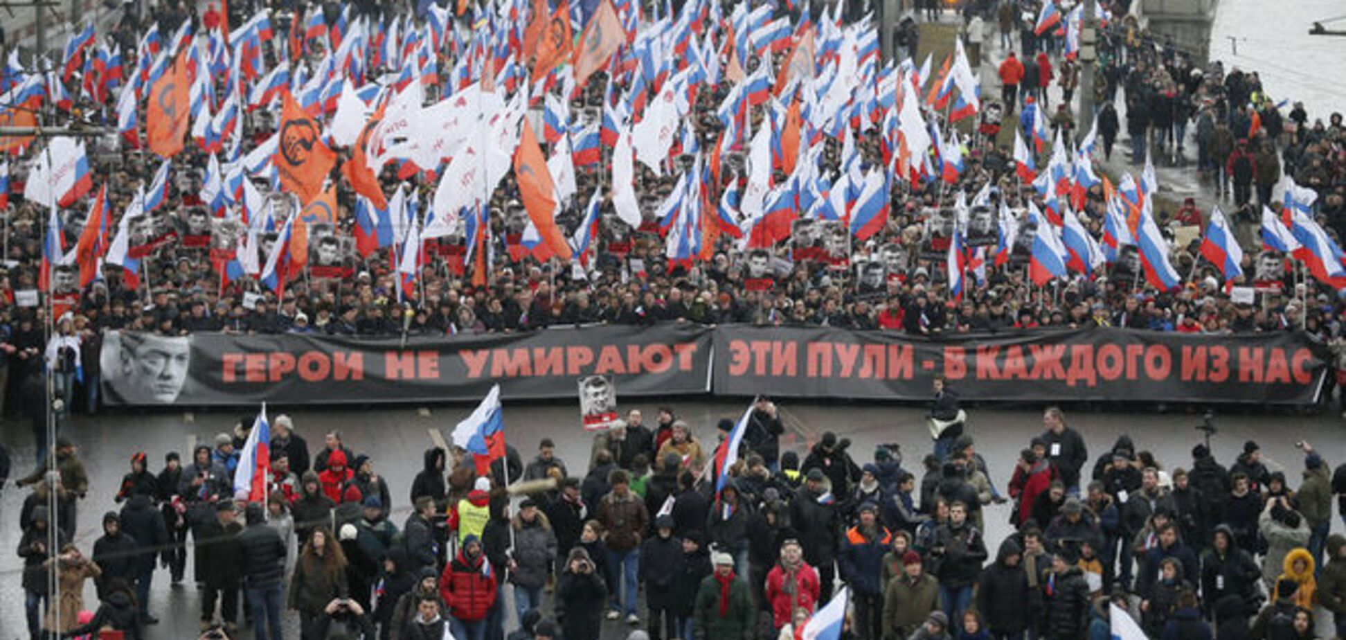 'Герои не умирают': десятки тысяч москвичей вышли на шествие памяти Немцова. Фото и видео