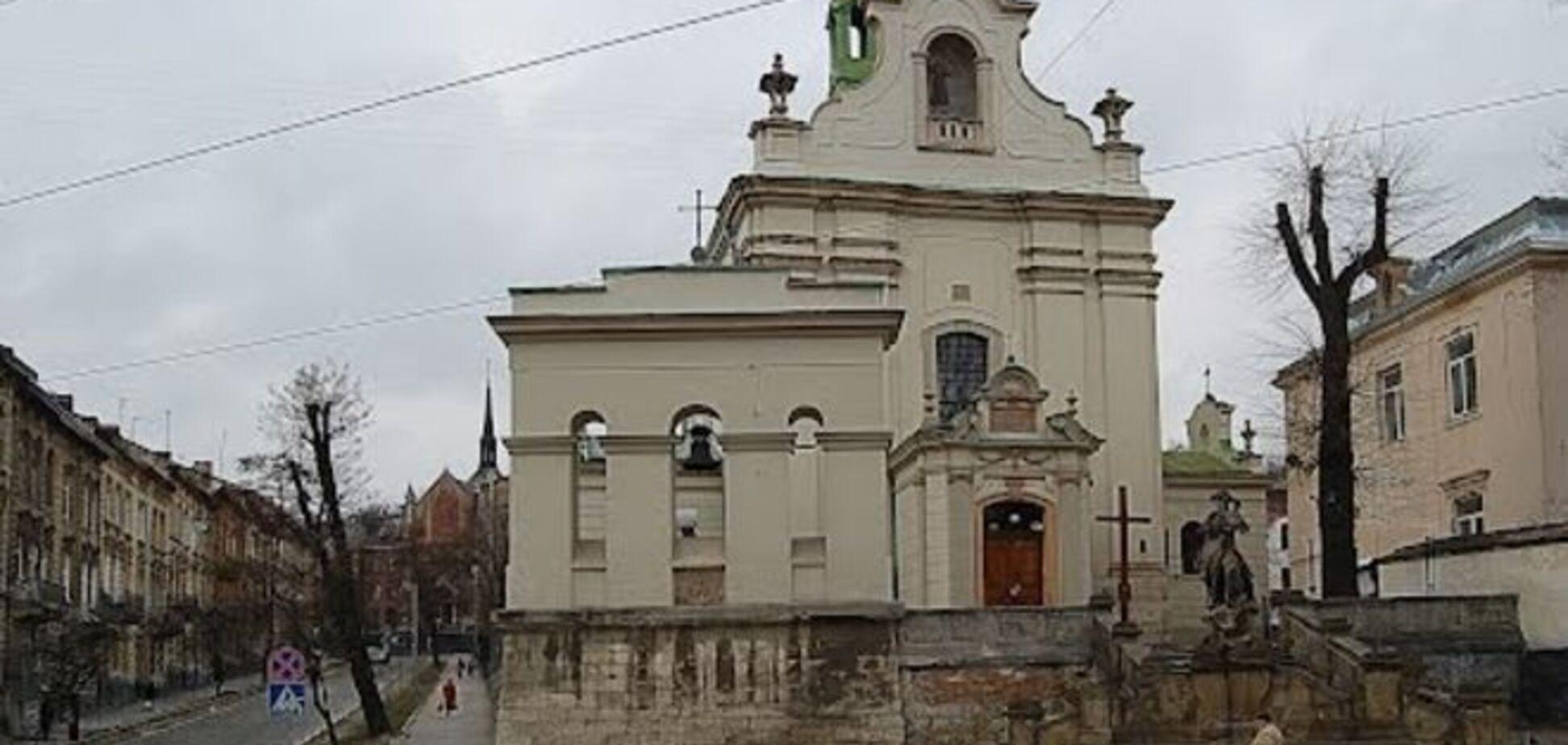 Во Львове горел костел XVIII века: есть пострадавшие