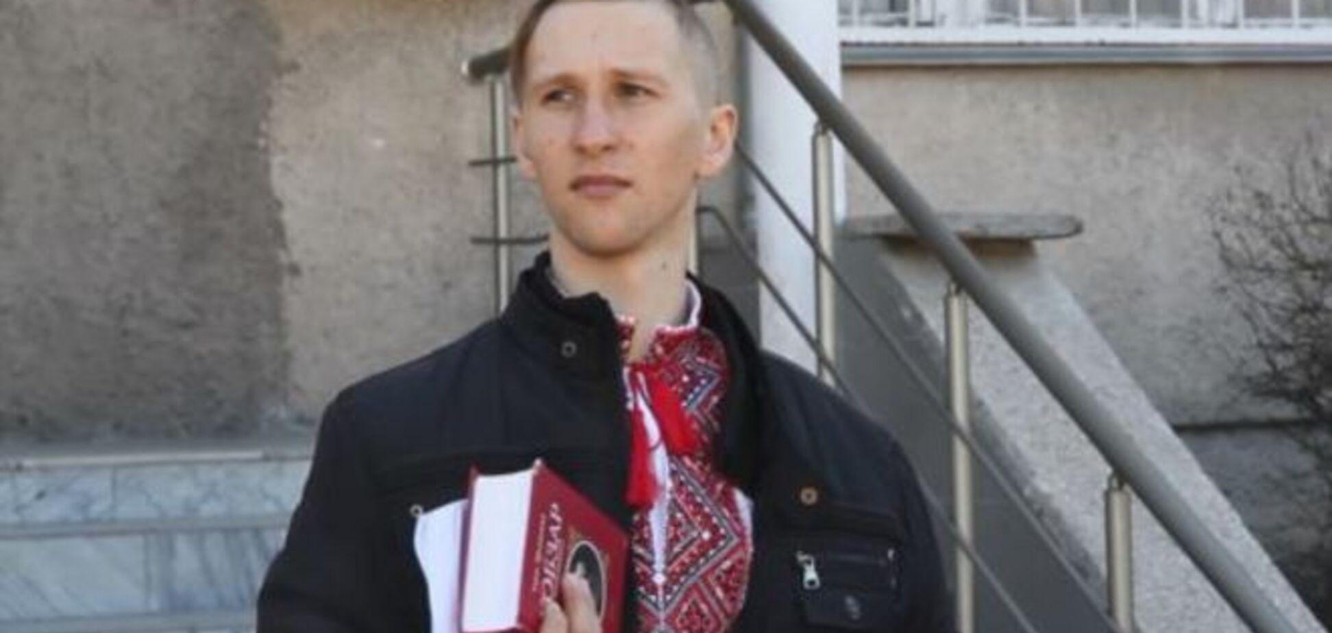 В Симферополе активиста задержали из-за сине-желтой ленточки