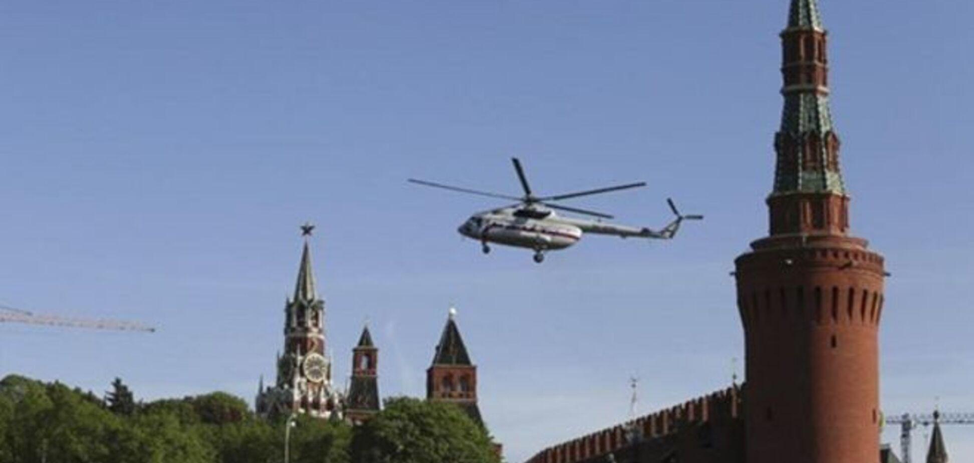 Вот говорят — в Кремле переворот, над ним уже летает вертолет