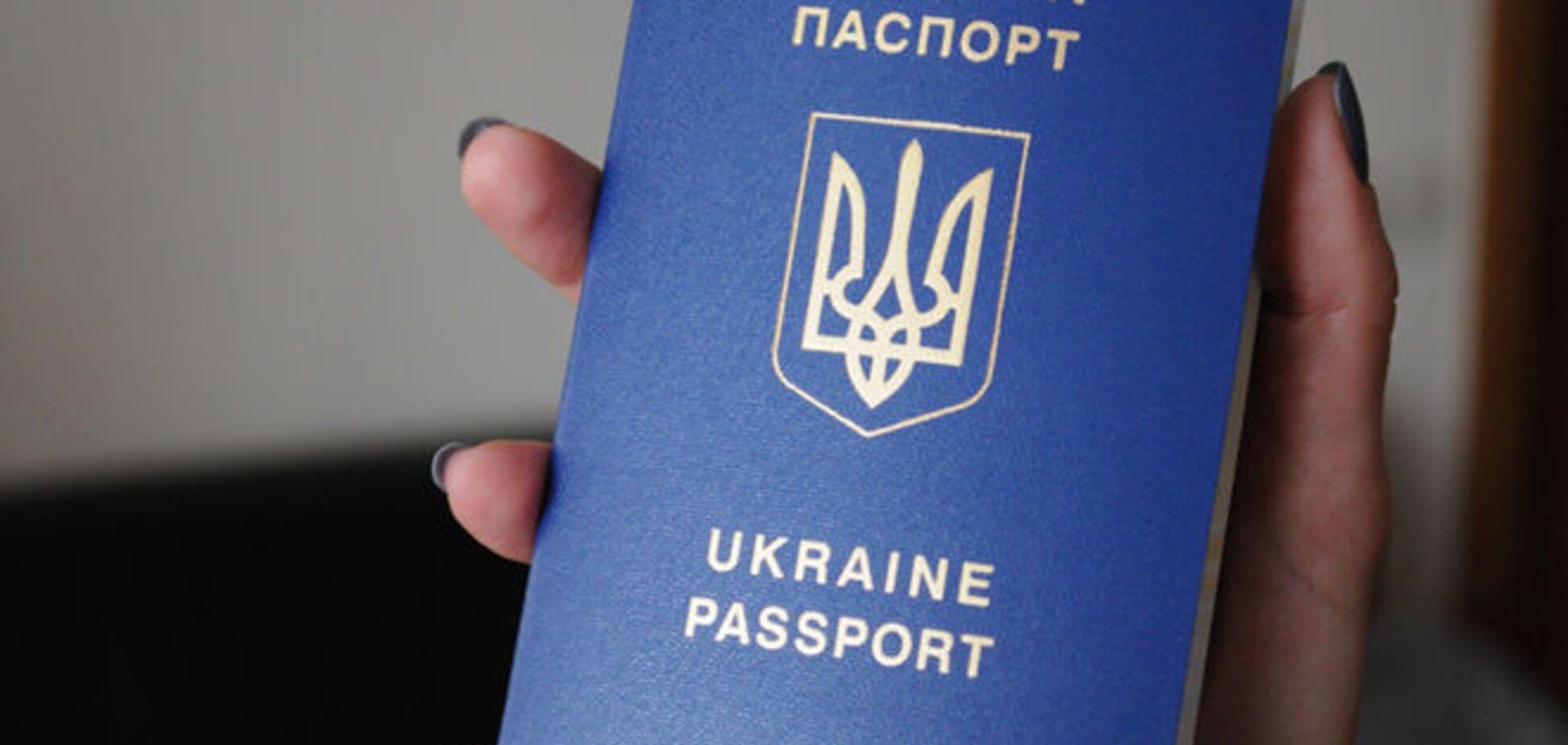 Опять проблемы: биометрические паспорта прекратили выдавать в посольствах Украины