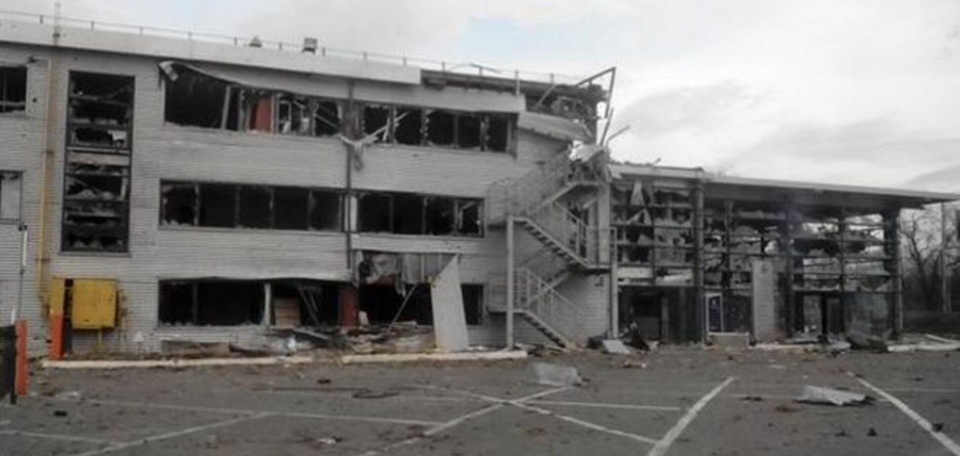 В оккупированном Донецке мародеры массово грабят гаражи: фотофакт