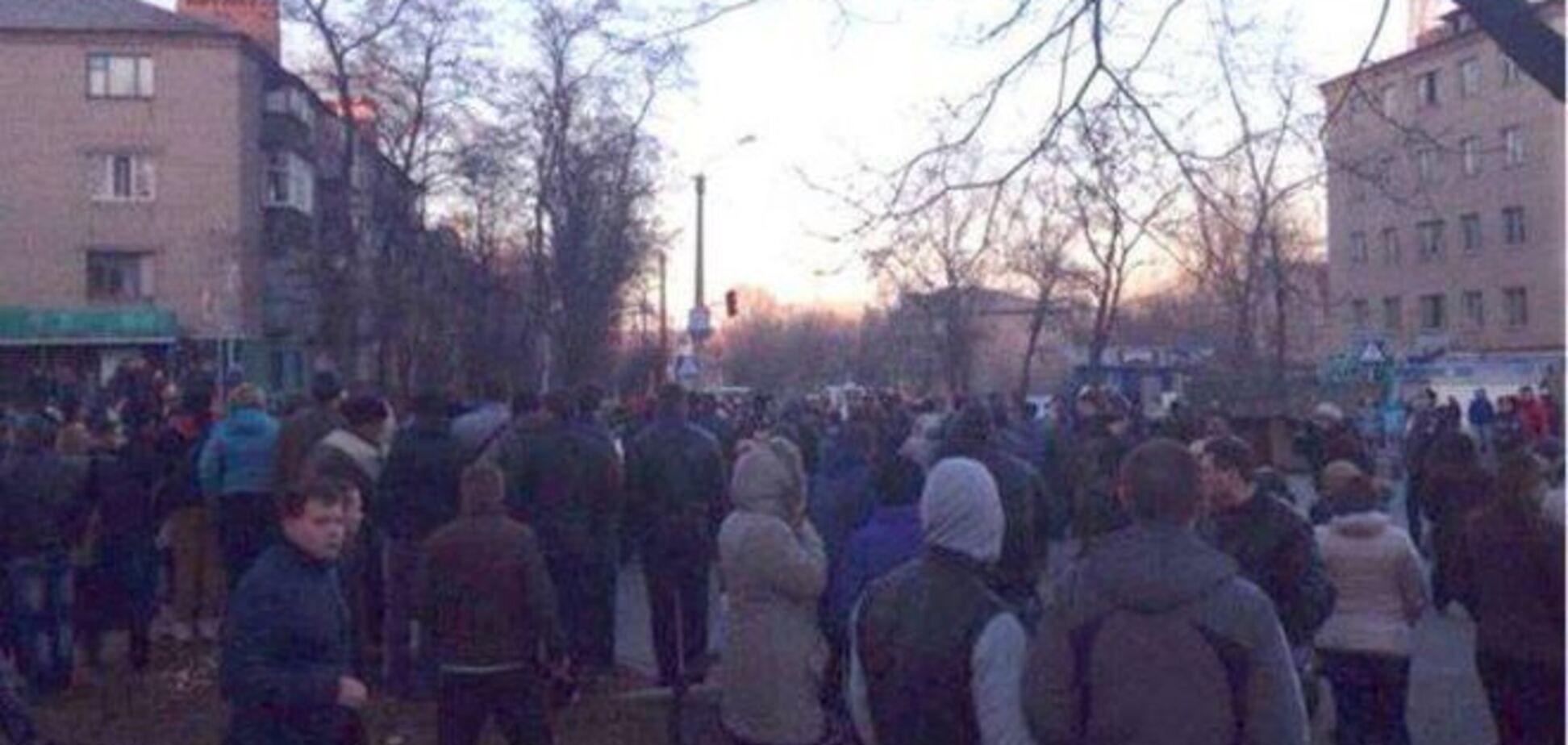 Бунт у Костянтинівці: провокатори намагалися підпалити гуртожиток ВСУ - опубліковані фото і відео