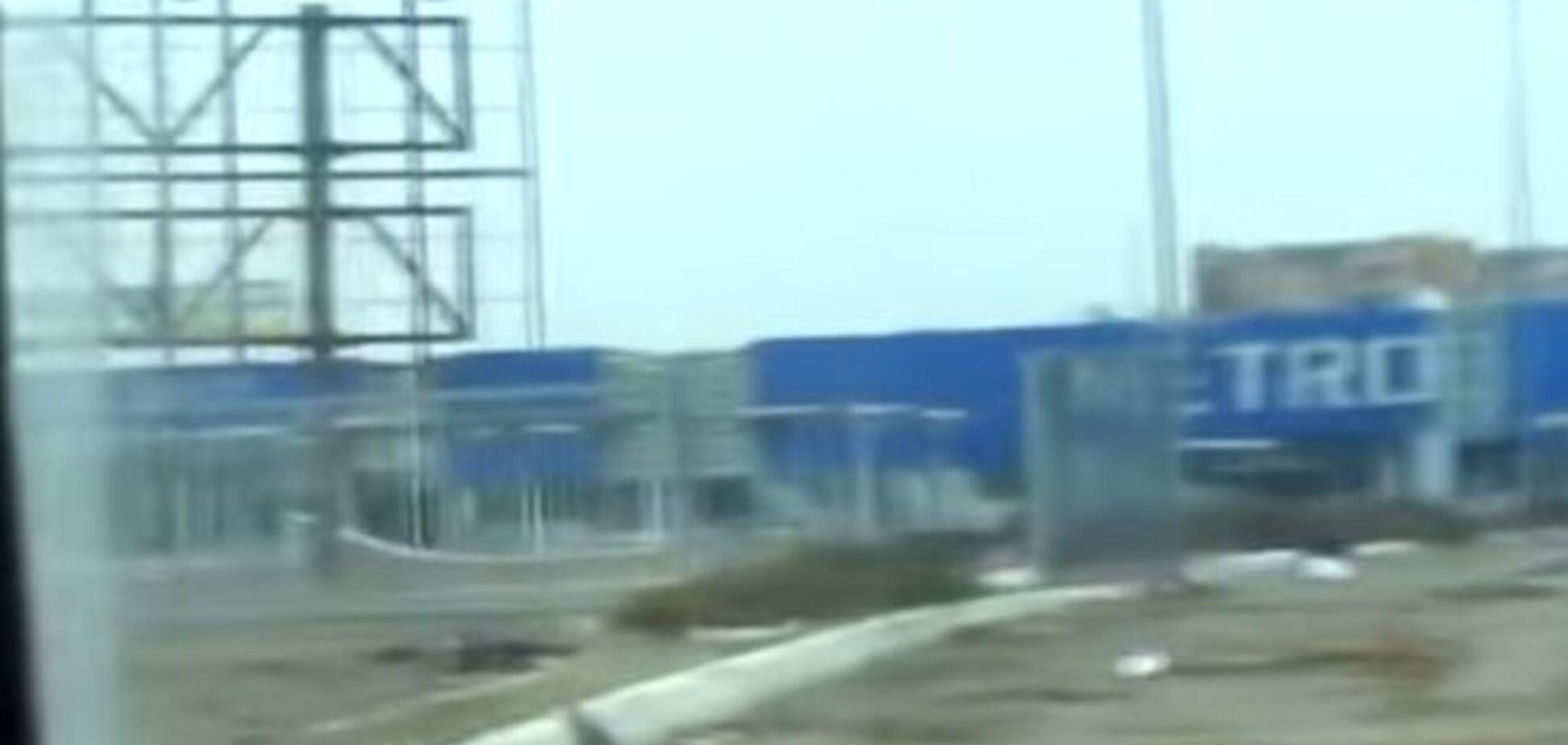 Экскурсия по местам 'подвигов' боевиков в Донецке: разграбленный 'Метро', взорванный Путиловский мост